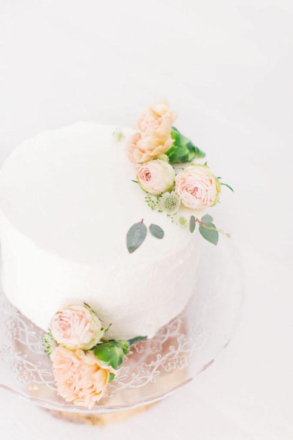 gateau décoré pour une séance photo smash the cake